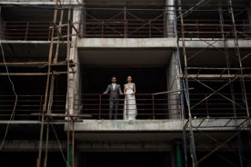 koh-samui-wedding-bride-groom-construction