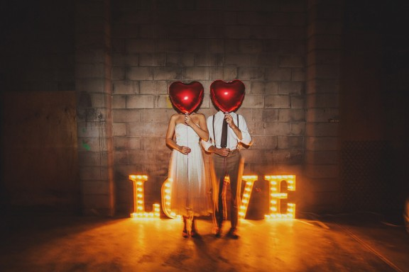 LOVE-hollywood-lights-red-heart-balloons