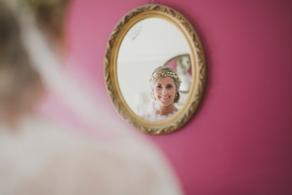 bride-getting-ready-willow-co-wedding-photography_004