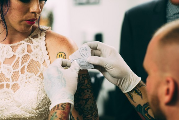 Tattoo wedding | Bishop's Mobile Tattoo Parlour | Jess Jackson Photographer