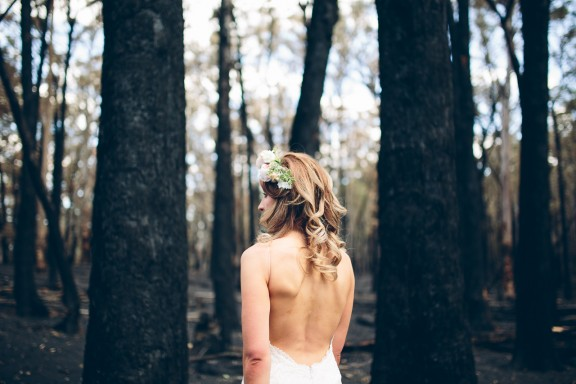 Backless wedding dress | Photography by Pierre Curry