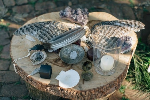An earthy wedding at Crystal Waters Eco Village | Photography by Jazzy Connors