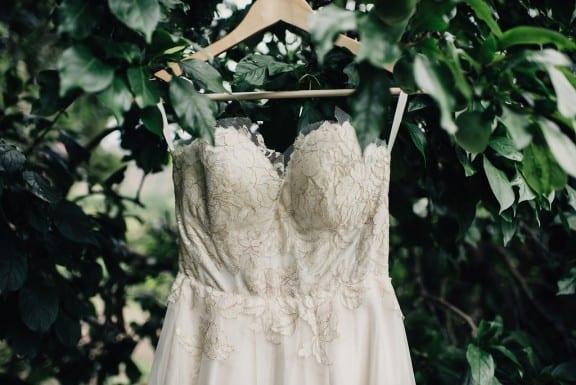 Sarah Seven wedding dress | Photography by Fiona Vail