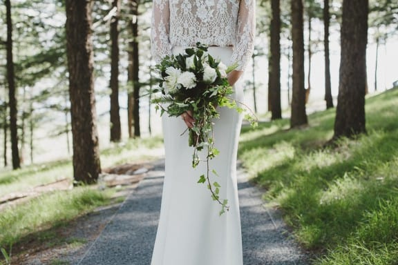 Green and white wedding bouquet | Photography by Lauren Campbell