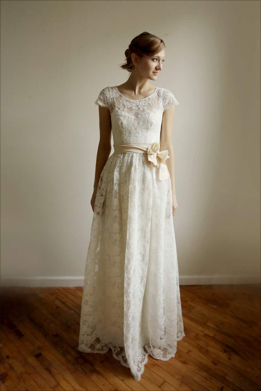 Top 5 wedding dresses under 1000 etsy leanimal nouba for Wedding dress on etsy