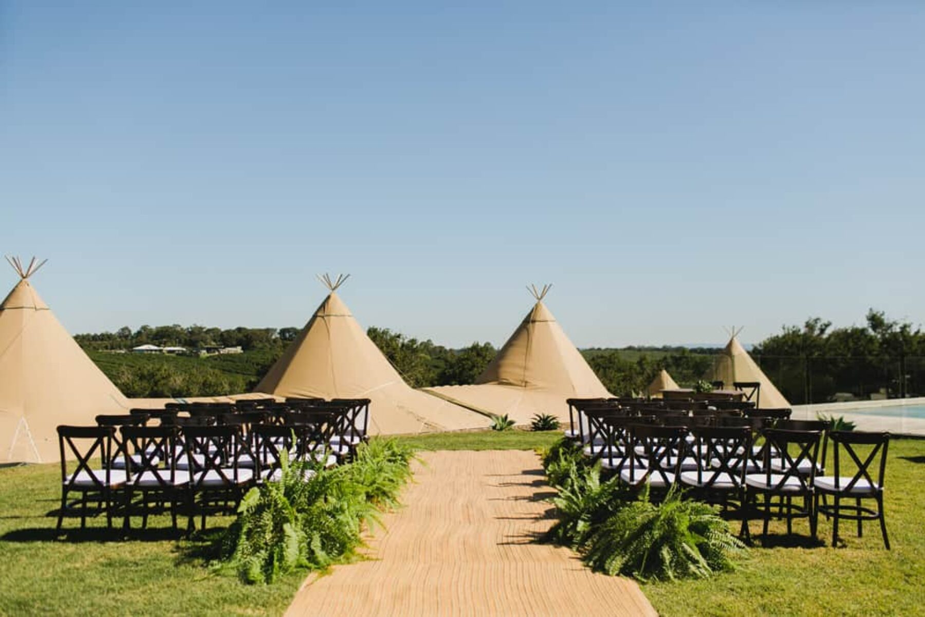Byron Bay tipi wedding / Photography by John Benavente