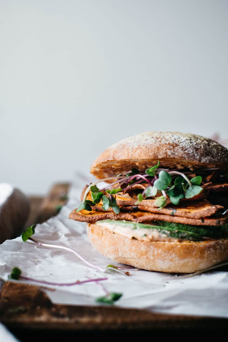 Spicy sweet potato burger by Dolly and Oatmeal / 10 clean-eating food bloggers we love