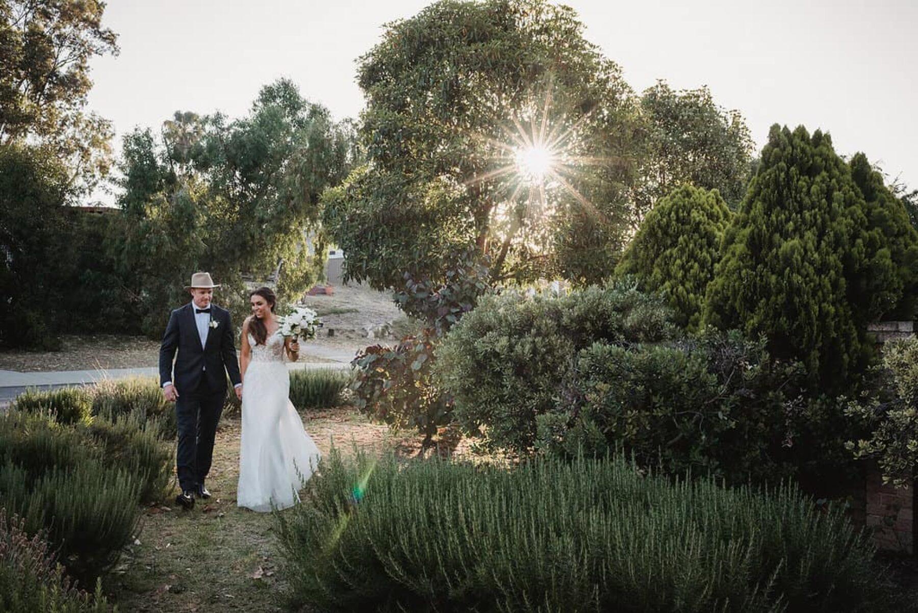 Modern backyard wedding in Perth WA / Photography by CJ Williams