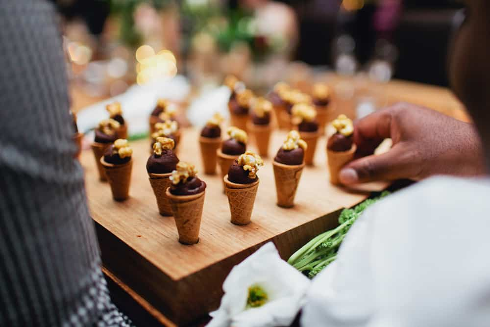 Dessert canapes mini ice cream cones for Canape desserts