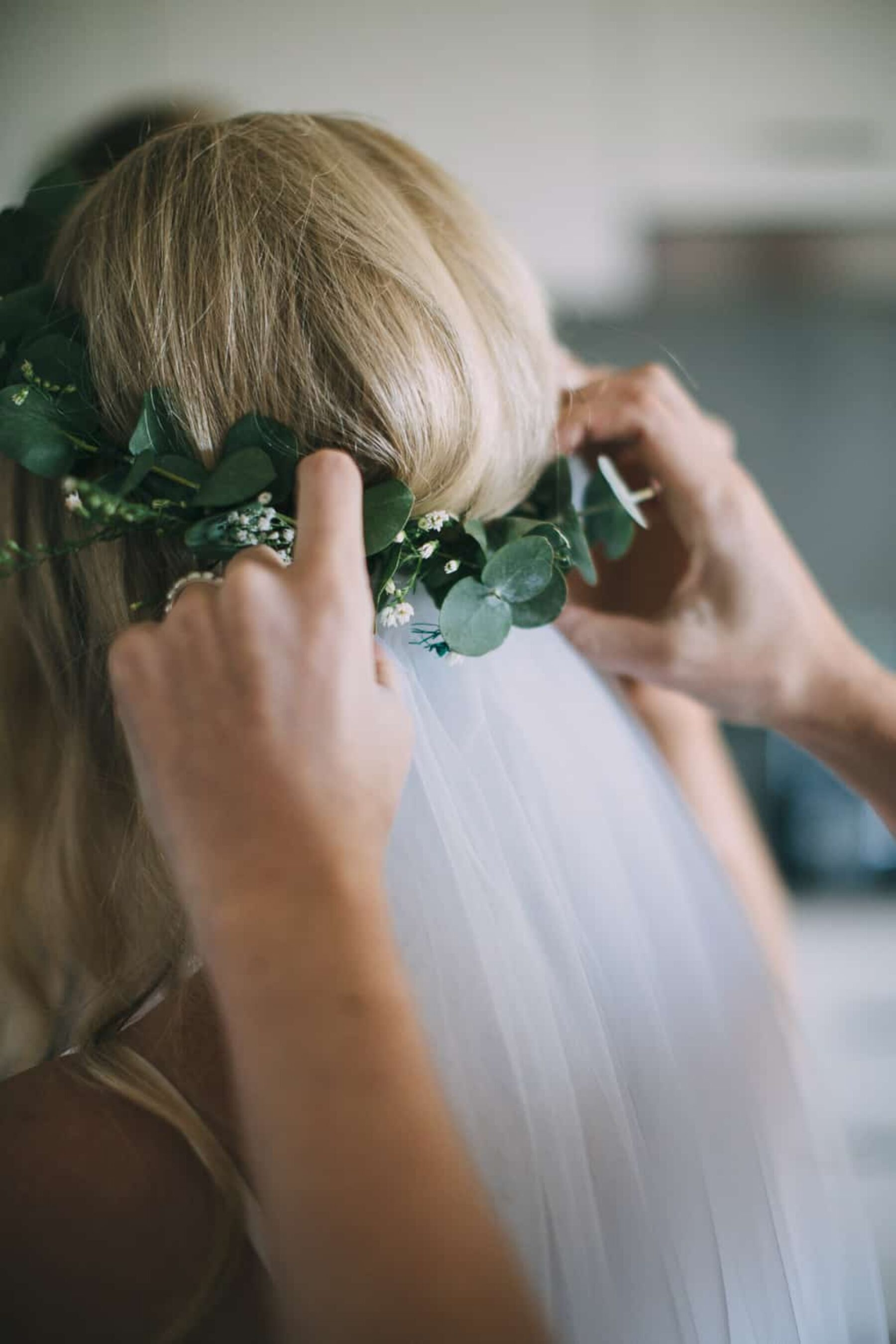 veil and leaf hairpiece