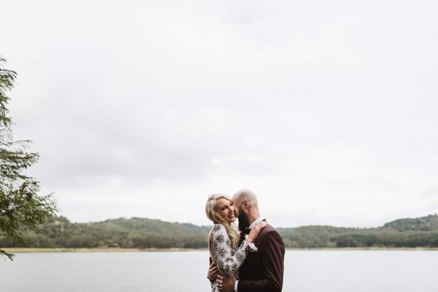 relaxed and intimate wedding at Secrets on the Lake Montville QLD - photography by Janneke Storm