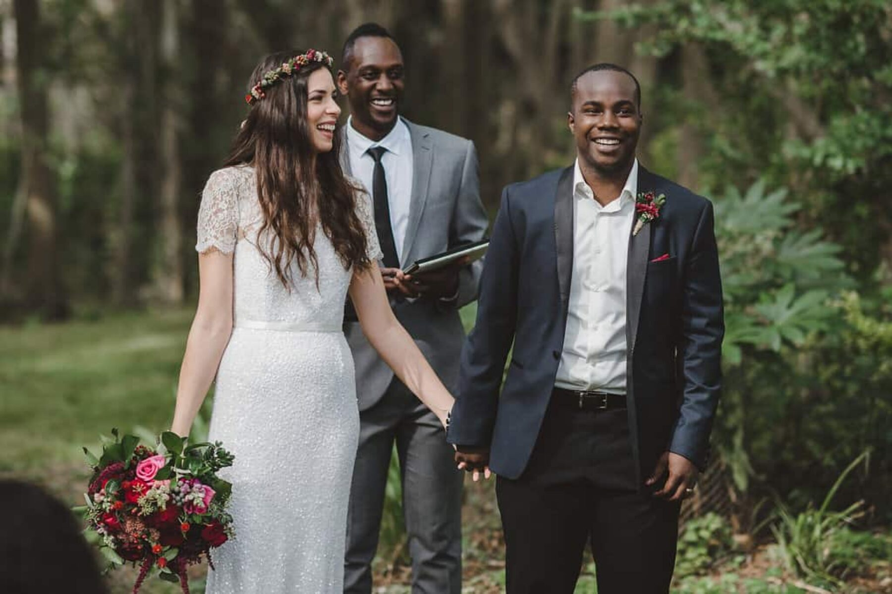 relaxed forest wedding at The Crisp Galleries - photography by Lauren Campbell