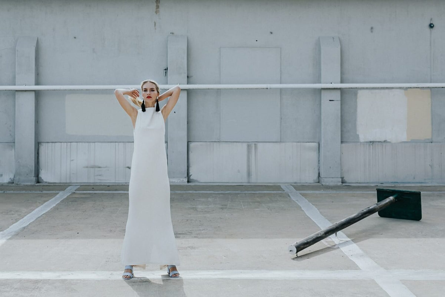 The minimalist bride - modern wedding dress by Lola Varma