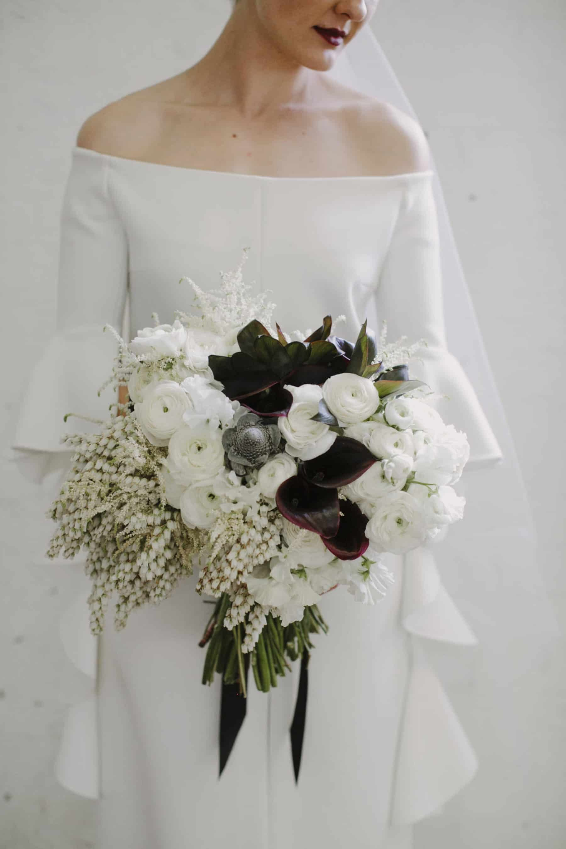 Best of 2017: bouquets | modern white bouquet with dark calla lilies