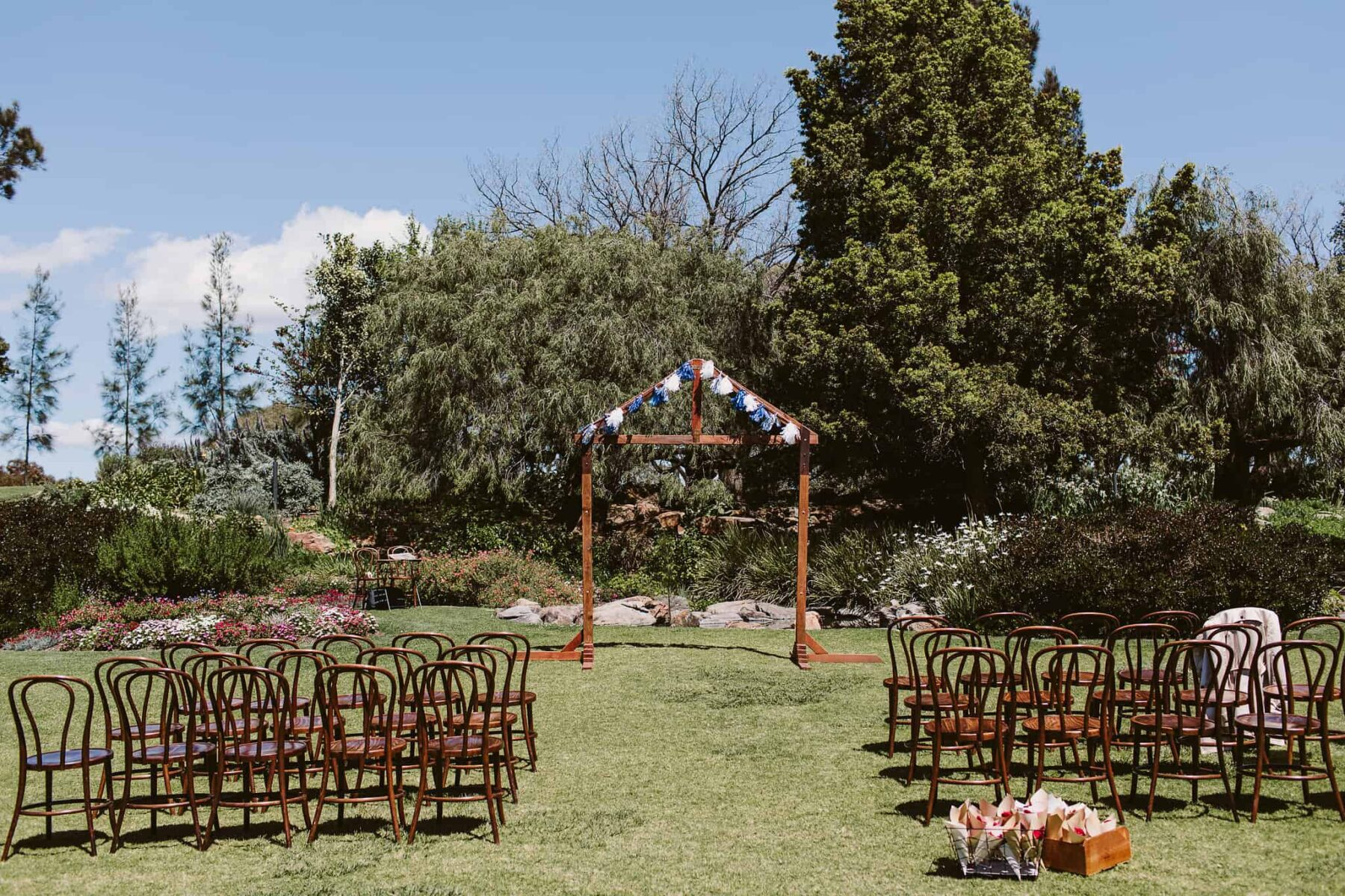Adelaide wedding in the Veale Gardens