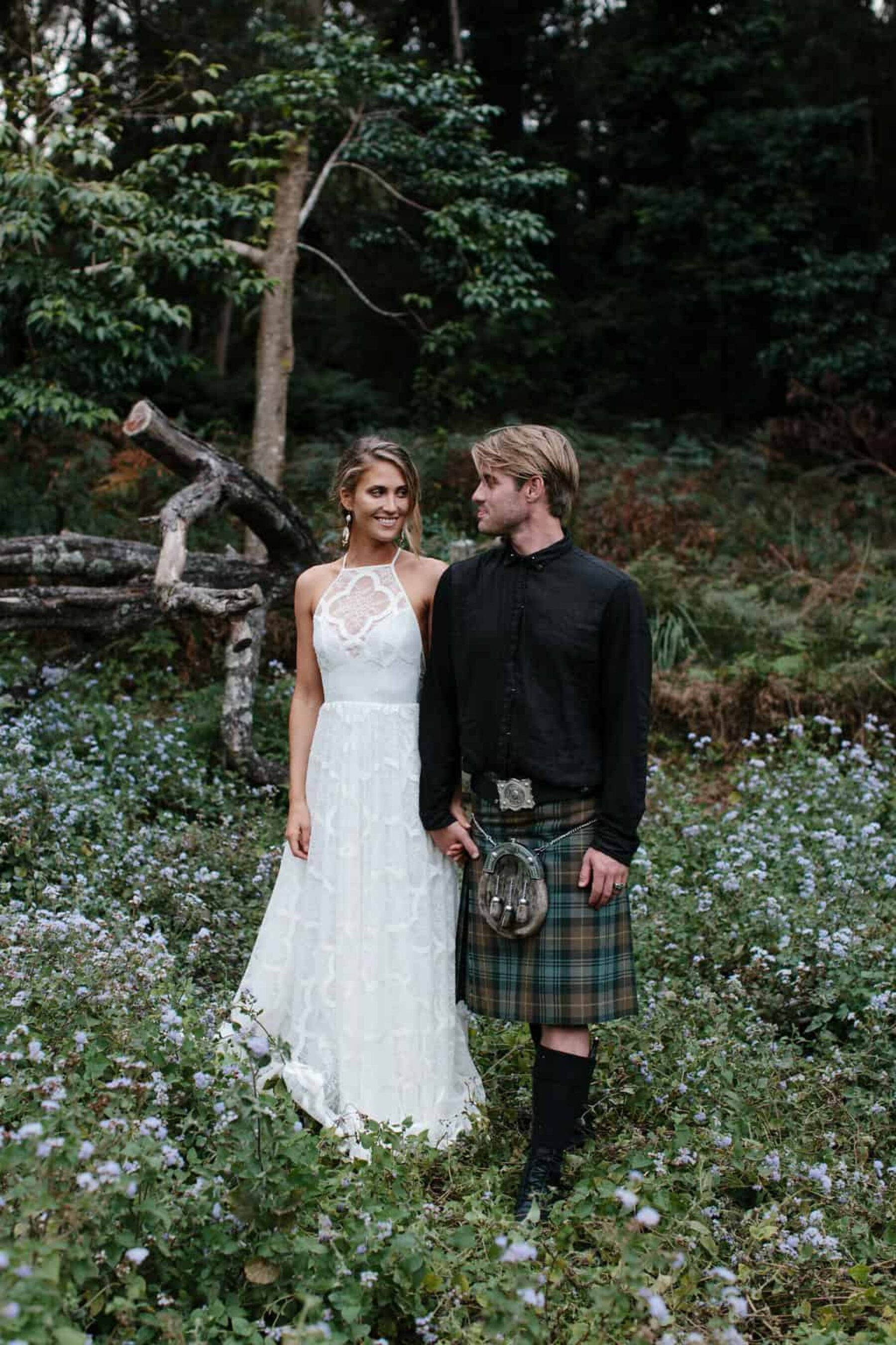 Best of 2017: Groom Style | tartan kilt and black shirt