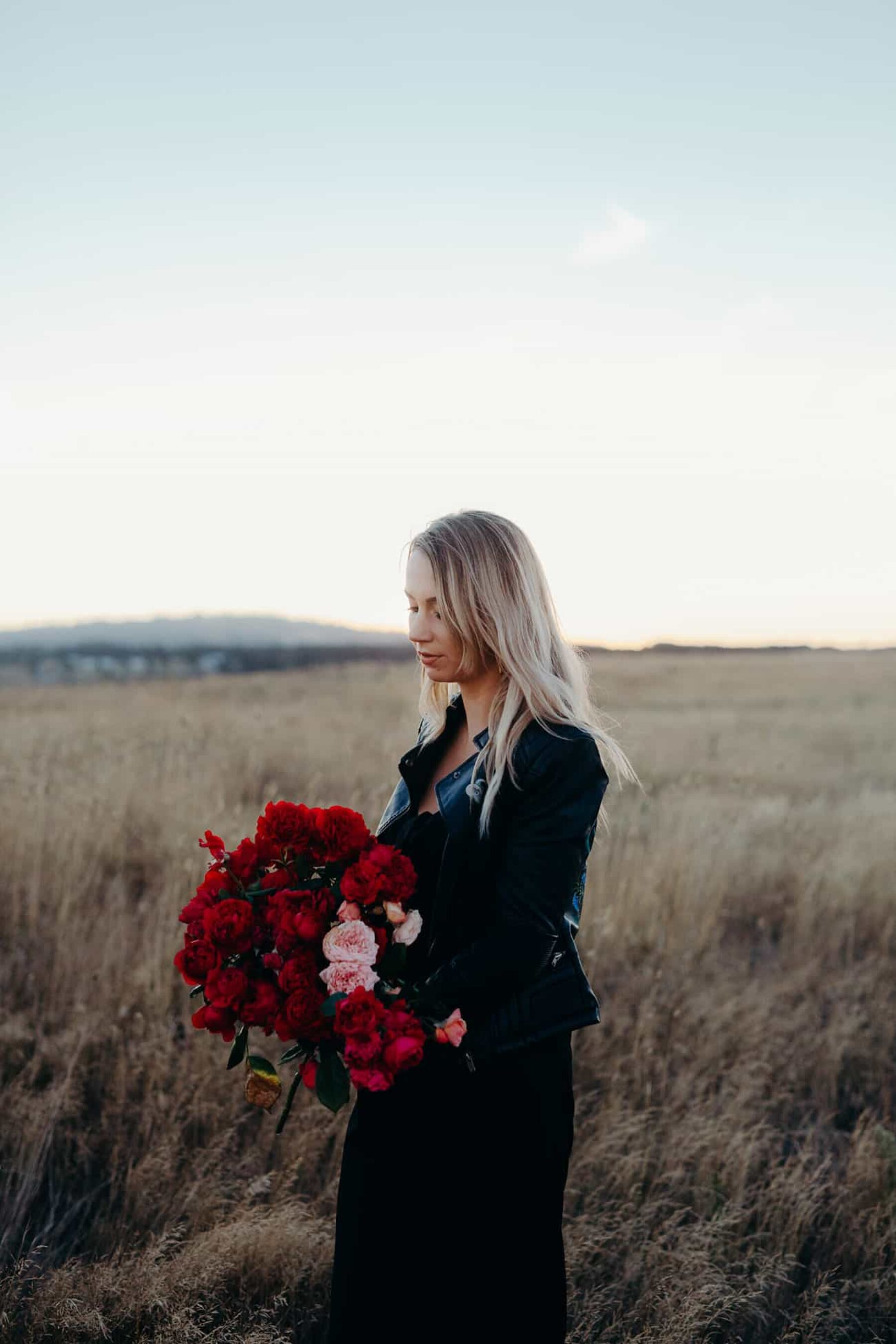 blush and scarlet bouquet