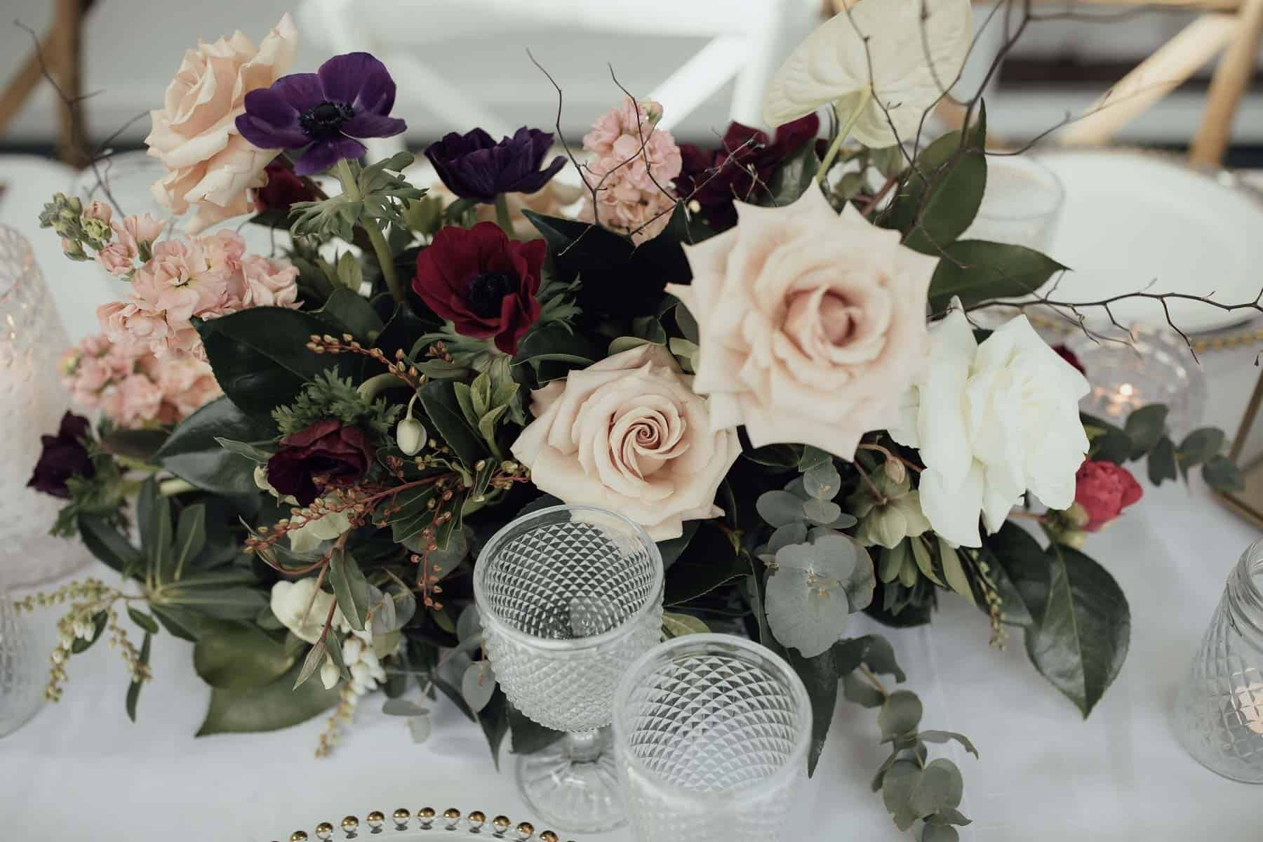 blush table flowers