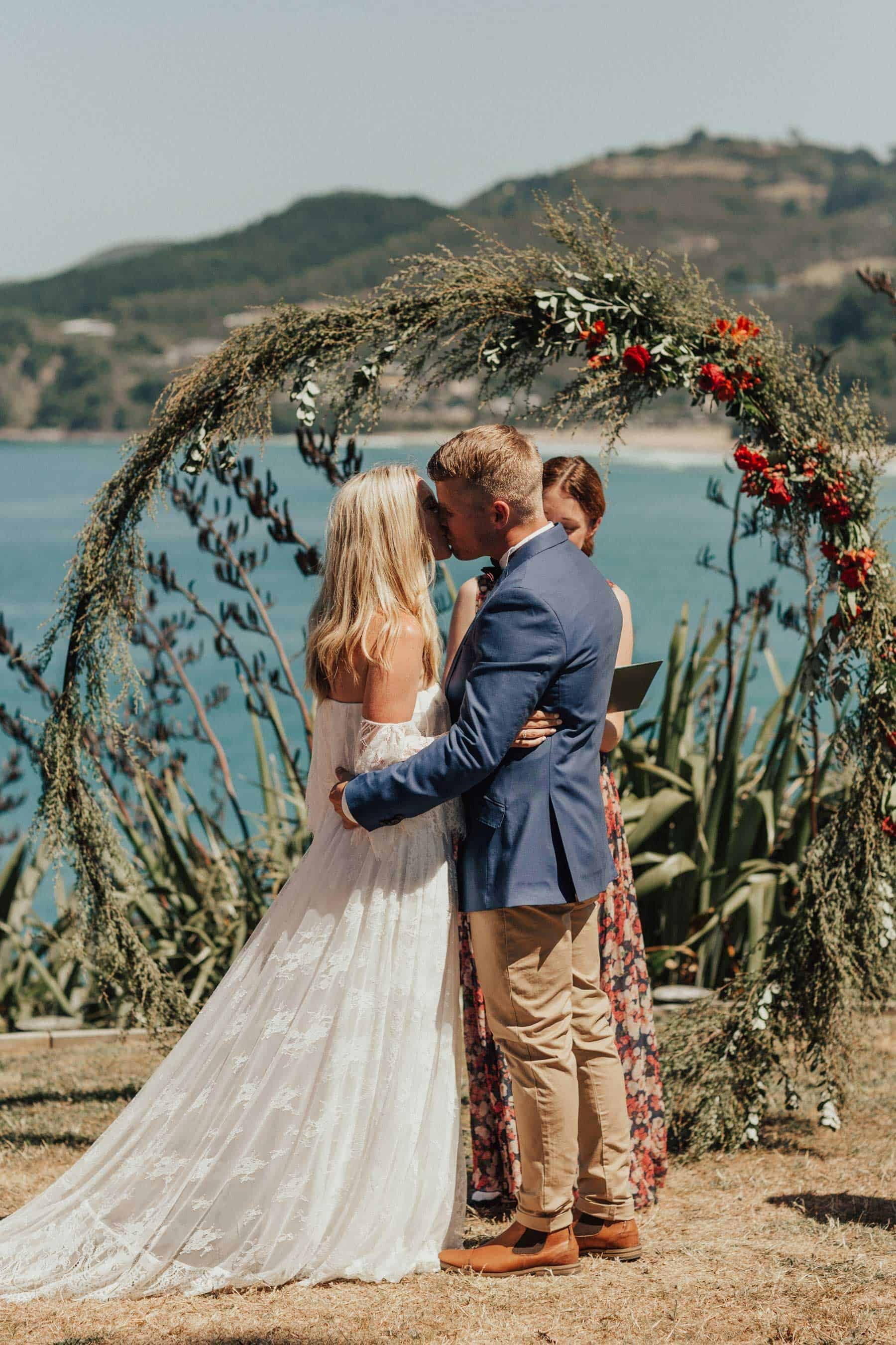 cirlce wedding arbour with flowers