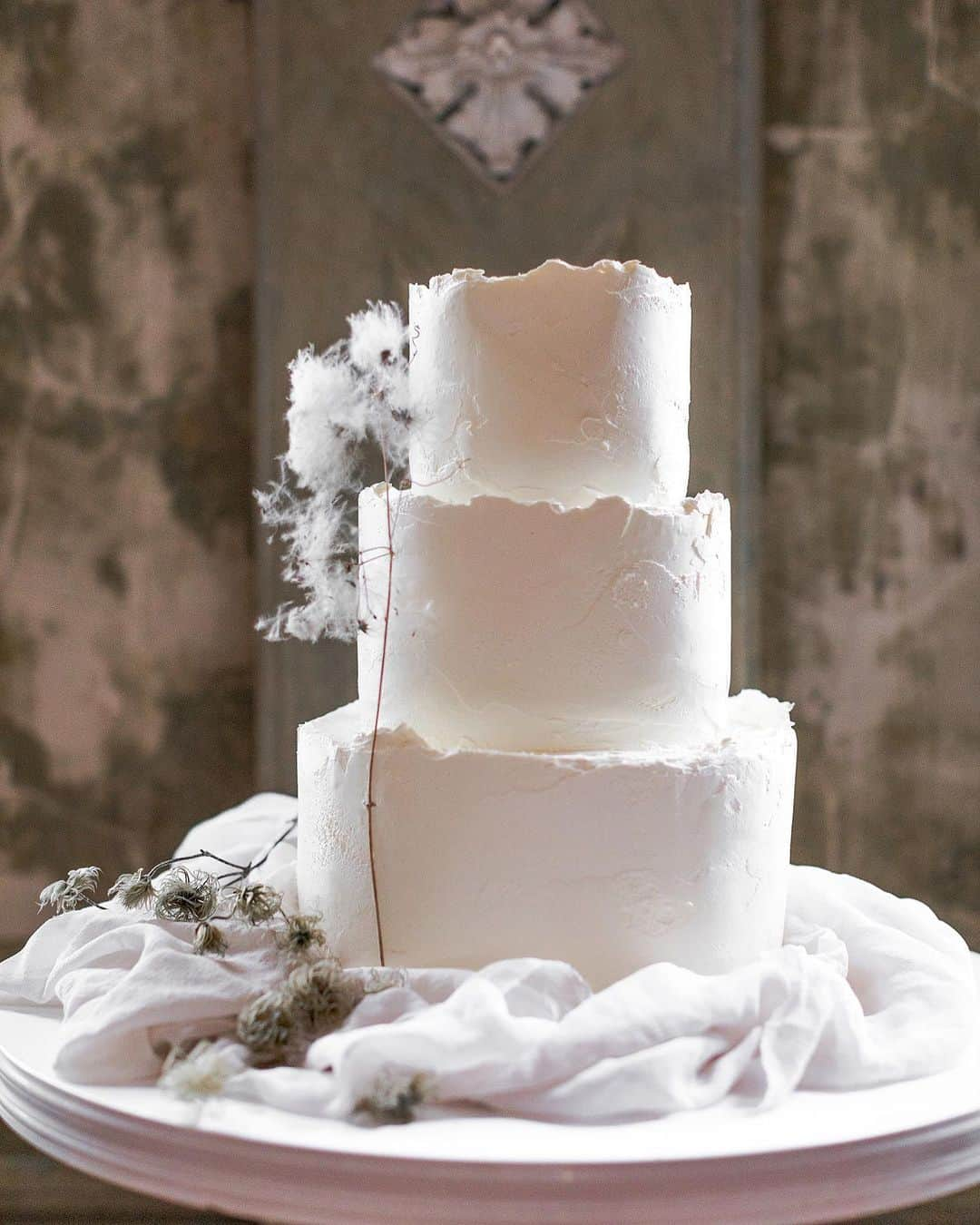 modern minimal 3 tier wedding cake